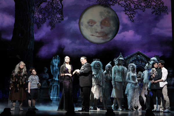 Pertunjukan The Addams Family di Mercury Theater